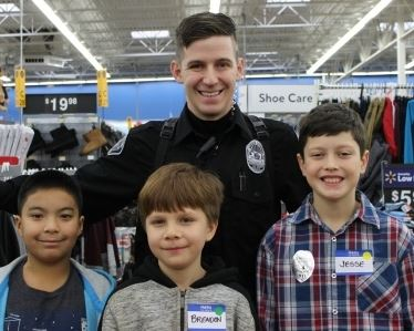 Officer Neil Seifert with kids at Shop with a Cop event